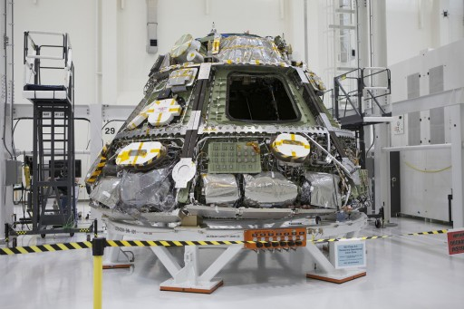 External Equipment on Pressure Vessel - Photo: NASA/LM