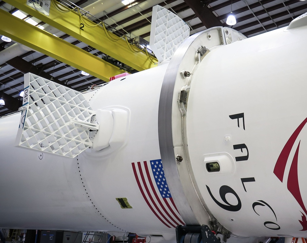 Falcon 9 with Grid Fins - Photo: SpaceX